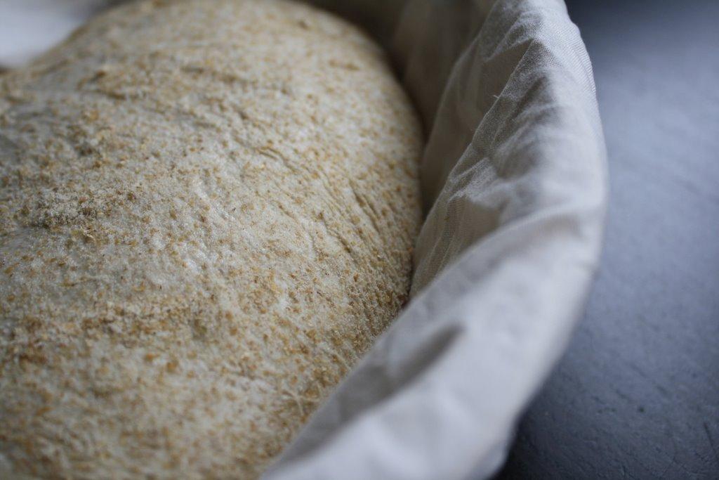 Een closeup van een rijzend broodje